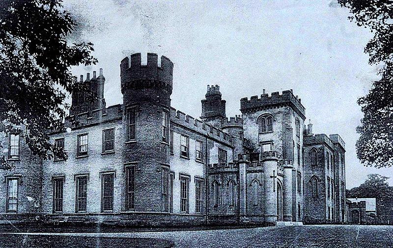 כך נראתה הטירה בשלמותה,לפני שנהרסה ב-1956, צילום: savills.co.uk