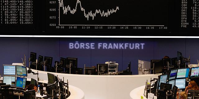 הורדת הדירוג של צרפת הכתה את בורסות אירופה; קאק איבד 0.5%