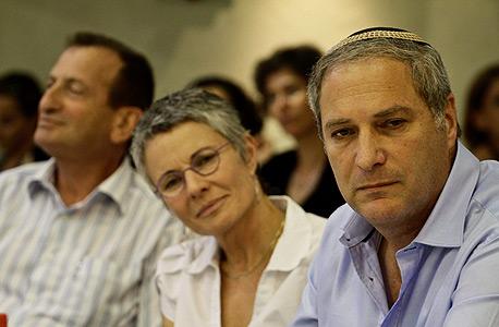 """שוורץ (במרכז) עם בנצי ליברמן (מימין), מנהל רשות מקרקעי ישראל. """"בעולם התכנון יש המון אינטריגות, ואם אתה לא חלק מזה, קשה לך להצליח"""", צילום: מיקי אלון"""