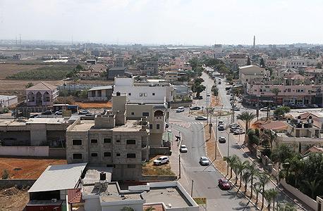 """מבט מהאוויר על טירה. """"המדינה לא ערוכה לטפל בשינויים בשוק הדיור במגזר הערבי. השינוי חייב לבוא מלמעלה ולהתבצע על קרקע מדינה"""""""