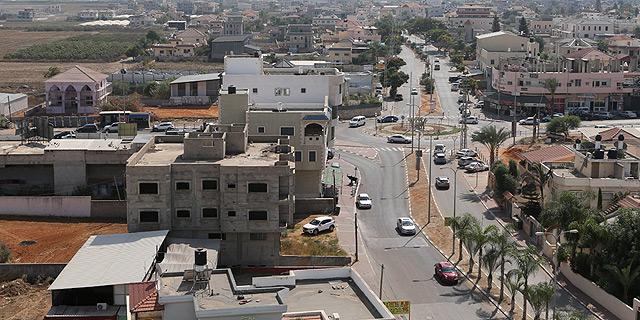 """מבט מהאוויר על טירה. """"המדינה לא ערוכה לטפל בשינויים בשוק הדיור במגזר הערבי. השינוי חייב לבוא מלמעלה ולהתבצע על קרקע מדינה"""", צילום: נמרוד גליקמן"""