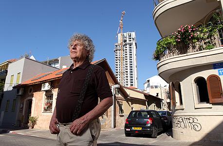 דוד איתן, תושב השכונה ופעיל בוועד המונה כשישה תושבים