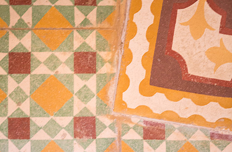 דוגמה חוזרת בכמה מקומות בבית, צילום: תומי הרפז