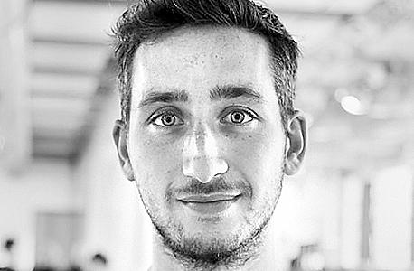 דייב האקנס; מוצא: הולנדי; פרסים: המעצב הצעיר המבטיח בשבוע העיצוב של הולנד 2014, מקום ראשון בתחרות עיצוב השנה של מוזיאון העיצוב בלונדון 2014; davehakkens.nl