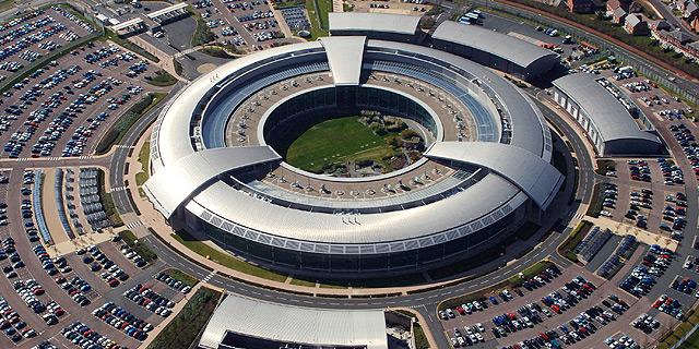 """ראש GCHQ: דאע""""ש משתמשים בפייסבוק ובטוויטר לתיאום פעולות טרור"""