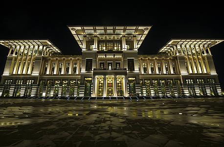 """""""הארמון הלבן"""" של נשיא טורקיה רג'פ טאיפ ארדואן. 3 מיליון מובטלים"""