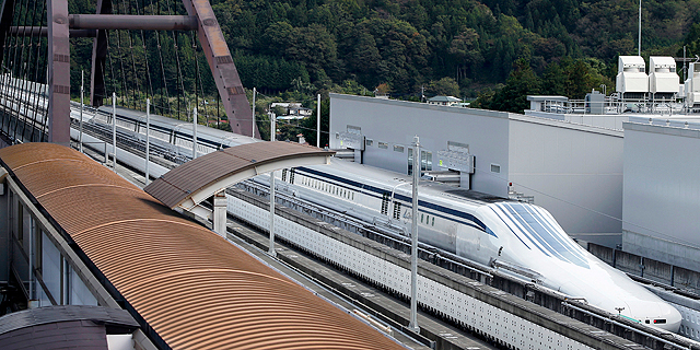 """רכבת יפנית שברה שוב את שיא המהירות העולמי לרכבות: הגיעה ל-603 קמ""""ש"""