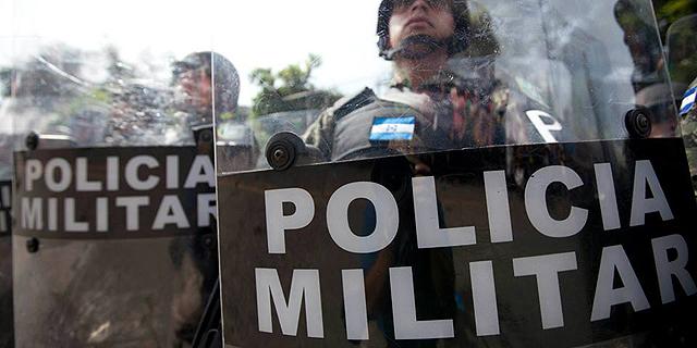 זה לא כל כך מצחיק כשהמשטרה מגיעה אליך הביתה, צילום: conexihon.hn