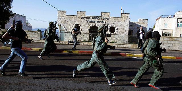 טבח בבית כנסת בירושלים: מחבלים ירו ותקפו בגרזנים, 4 מתפללים נרצחו