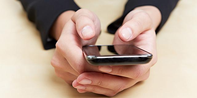 בדקתם הודעות בסמארטפון בעבודה? תראו כמה זמן יעבור עד שתחזרו לריכוז
