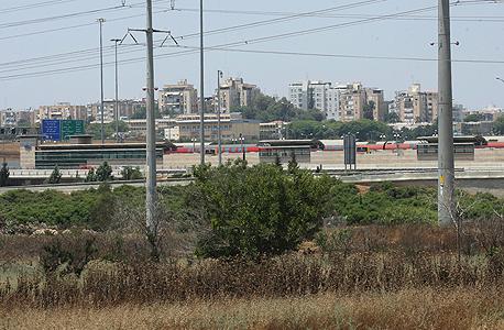 שטח שהופקע לטובת כביש 431. בית המשפט קבע כי נתיבי ישראל, ולא העירייה, תחויב במלוא סכום הפיצוי, צילום: עמית שעל