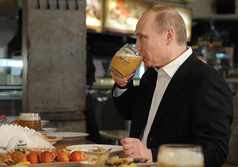 """ולדימיר ולדימירוביץ' פוטין. בירה לכבוד ה""""לייבר דיי"""""""