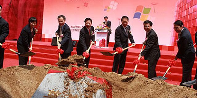 סניף מיקרוסופט בסין. התחממות היחסים תועיל לחברות אמריקאיות הפועלות במדינה?