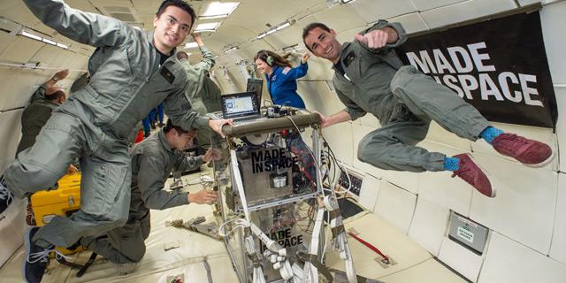 אנשי Made in Space בניסויי ההתאמה של המדפסת