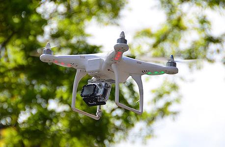 """מזל""""ט פאנטום מתוצרת DJI ועליו מצלמת GoPro"""