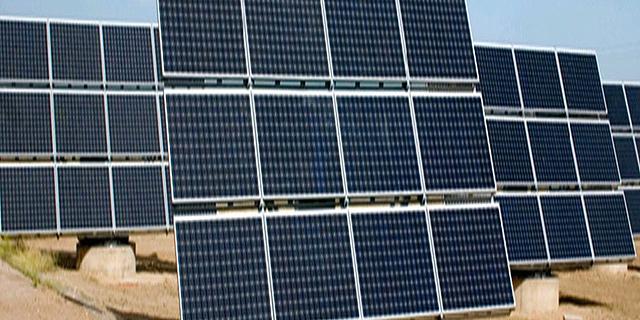 משרד האנרגיה מאשים את האוצר בהקפאת ייצור החשמל ממתקנים סולאריים