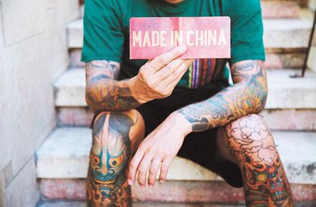 """הארנק הראשון. """"רצינו לתת קונטרה לתפיסה שכולם מייצרים בסין אבל משתדלים להצניע את זה"""""""