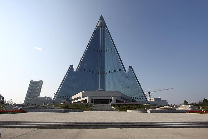 330 מטרים, 105 קומות ו-1,500 חדרים. מלון ריוגיונג