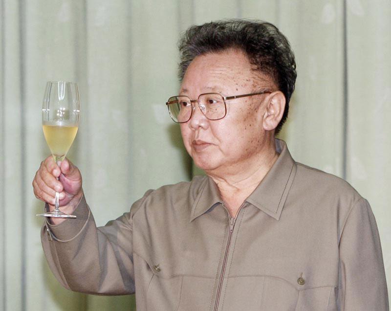 קים ג'ונג איל המנוח