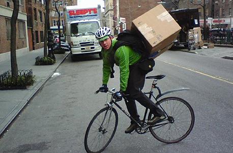 שליח ניו יורק אופניים אמזון, צילום: Veljoy.com