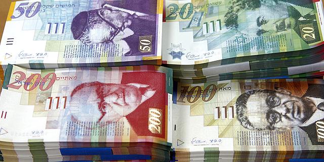 שטרות. חלה ירידה של 42% בהיקף הכספי של עסקאות שבוצעו על ידי רוכשים זרים, צילום: בלומברג