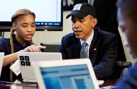 אובמה עם מתכנתת לעתיד
