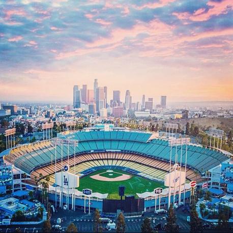 האצטדיון בו משחקת קבוצת הבייסבול לוס אנג