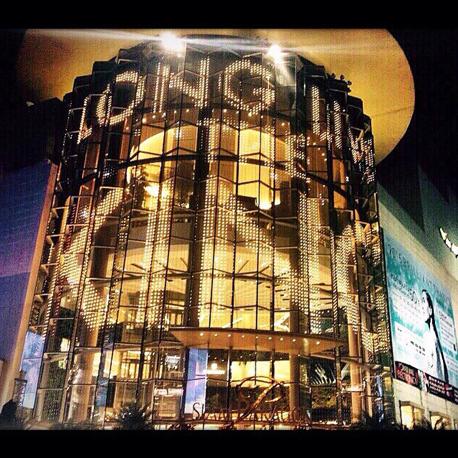 הזוכה של השנה שעברה. הקניון העמוס בבנקוק כולל חנויות של מותגי היוקרה כמו לואי , צילום: siamparagonshopping