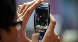 גלישה סלולרית, צילום: שאטרסטוק