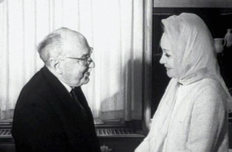"""מתוך ארכיון יומיני גבע. השחקנית מרלן דיטריך בישראל ב-1966 עם הנשיא דאז זלמן שז""""ר"""
