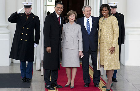 מתחלפים ברק ו מישל אובמה  ג'ורג' ו לורה בוש נשיא ארצות הברית , צילום: בלומברג