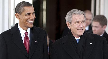 מתחלפים ברק אובמה  ג'ורג' בוש נשיא ארצות הברית , צילום: בלומברג