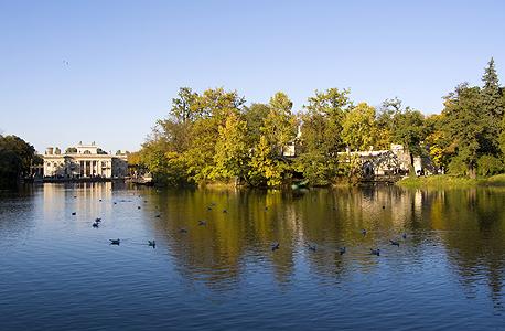 """ארמון """"בלוודר"""" בפארק לאזינקי"""