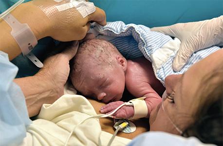 הלידה המוצלחת הראשונה לאם עם רחם מושתל, צילום: io9.com