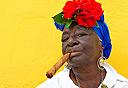 קובנית מעשנת סיגר, צילום: שאטרסטוק