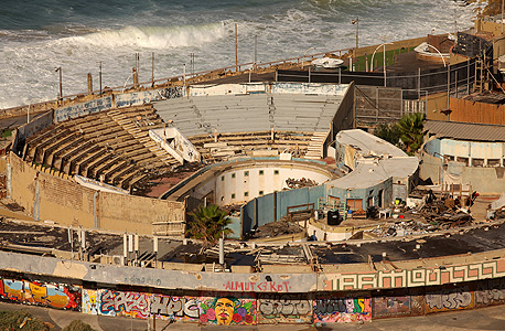 The abandoned Tel Aviv Dolphinarium. Photo: Amit Sha'al