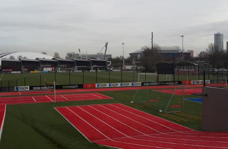 מגרש אימונים ייחודי לאייאקס. 30% משחקני הליגה ההולנדית גדלו באקדמיה של אייאקס