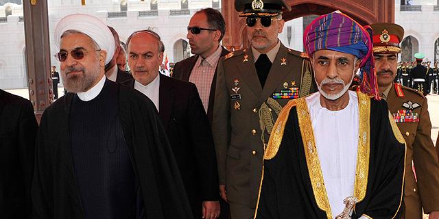 הסולטאן קאבוס בין סעיד אל סעיד הוא שליט עומאן (מימין) עם נאסר רוחאני, שליט איראן. הונו של הסולטן מוערך ב-700 מיליון דולר, צילום: רויטרס
