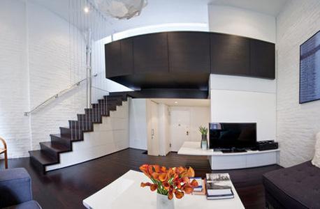 המדרגות עם תאים מתחתיו. אין חלל שאינו מנוצל, צילום: design-milk.com