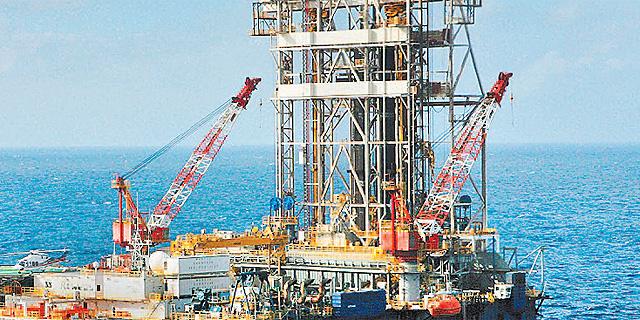 קיצוצי ענק בהוצאות יצרניות הנפט שברון ושל לשנת 2015