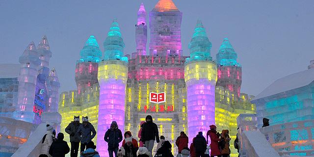 פסטיבל הקרח השנתי נפתח בסין: פסלים כאלה עוד לא ראיתם
