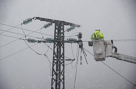 עובדים של חברת החשמל