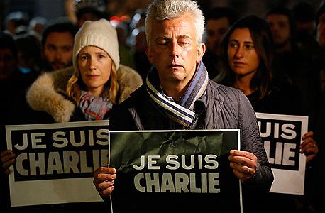 """מפגן סולידריות עולמי עם הנרצחים. """"אני שארלי"""" בלונדון, צילום אם סי טי"""