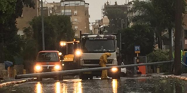 """עובדי חברת החשמל בראשל""""צ בסופה האחרונה, צילום: עיריית ראשון לציון"""