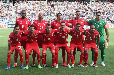 נבחרת פלסטין. כוכבי הנבחרת הם אשרף נועמן המשחק בקבוצת אל־פייסלי הסעודית, מחמוד עיד המשחק בליגה השלישית בשבדיה והשוער והקפטן רמזי צאלח מהליגה המצרית