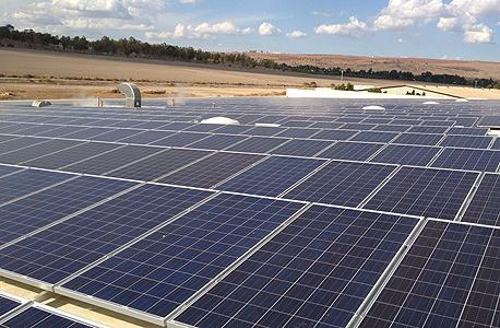 מערכת סולארית על גג מפעל עוף טוב