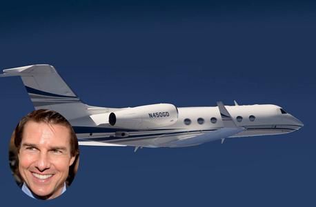 טום קרוז על רקע מטוס מהדגם שברשותו, צילום: gulfstream