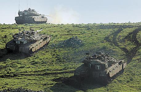 """טנקים של צה""""ל במהלך אימון בגולן"""