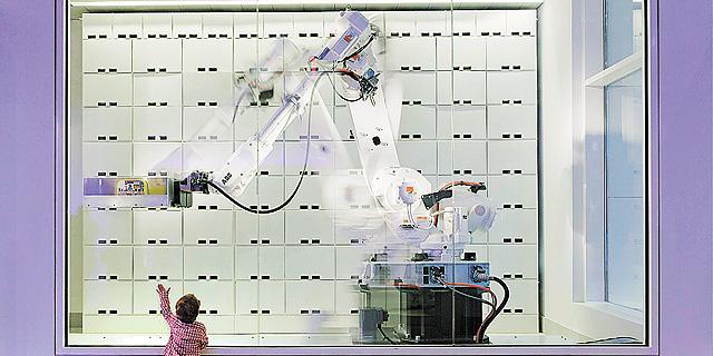 הרובוט במלון Yotel בניו יורק