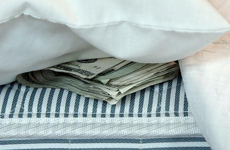יהיה כדאי לשמור כסף בבית?